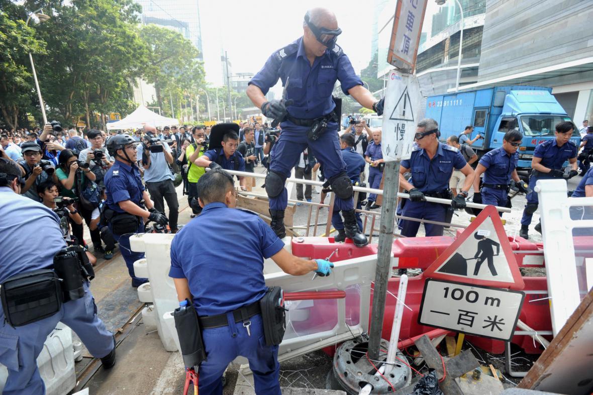 Odklízení barikád v Hongkongu