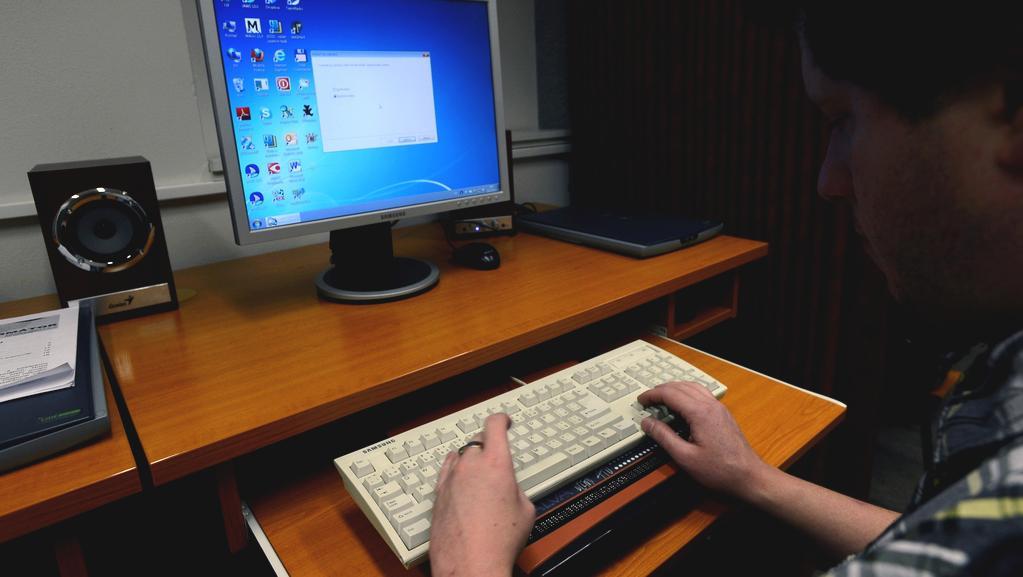 Práce na počítači s pomůckou pro nevidomé