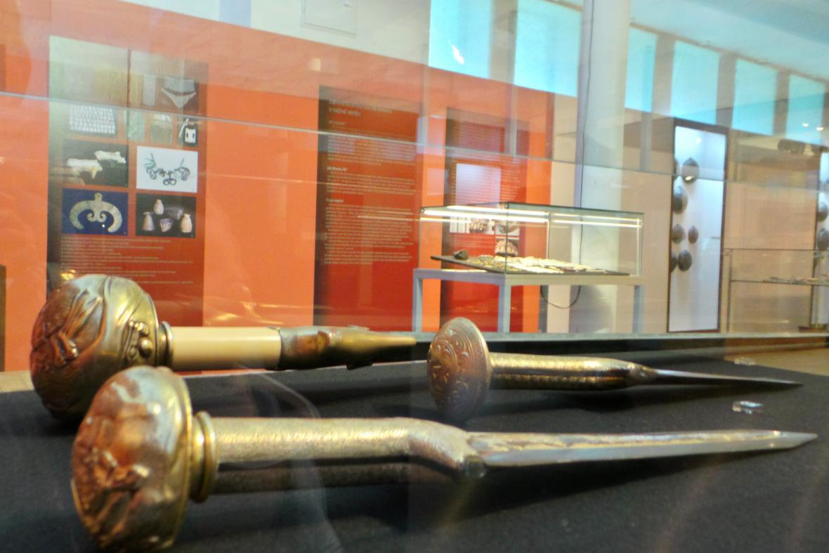 Mosazné odlitky meče a dýk
