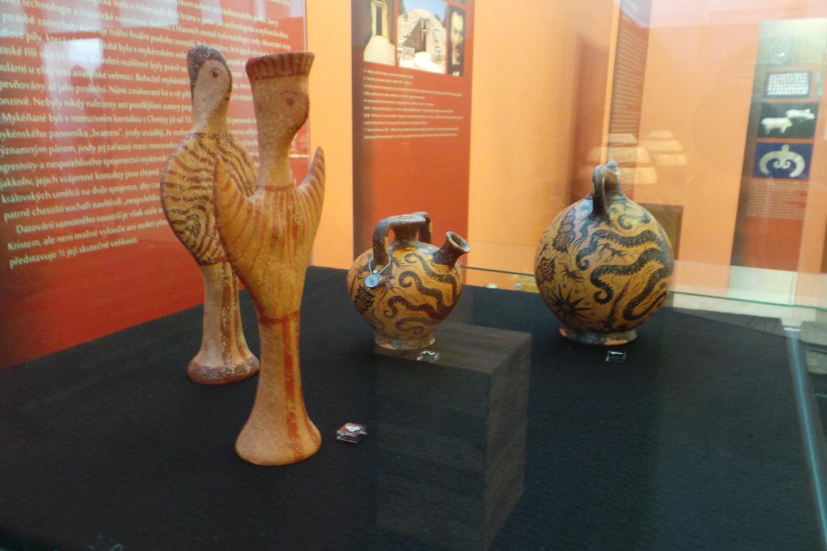 Kopie minojských váz a lahví na pití