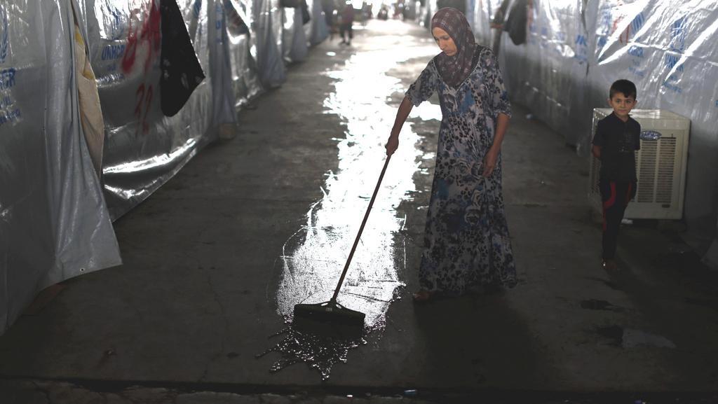 Hygienu se lidé snaží zajistit všelijak - většinou svépomocí