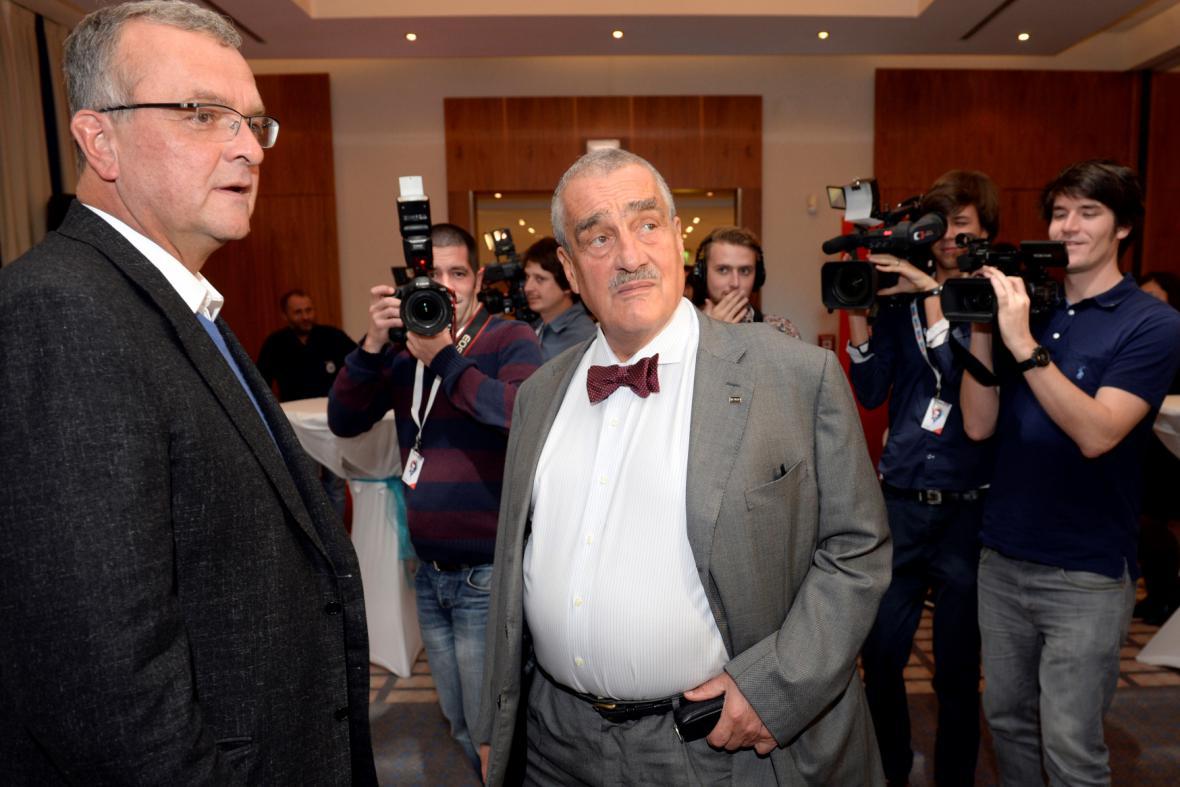 Miroslav Kalousek a Karel Schwarzenberg ve volebním štábu TOP 09