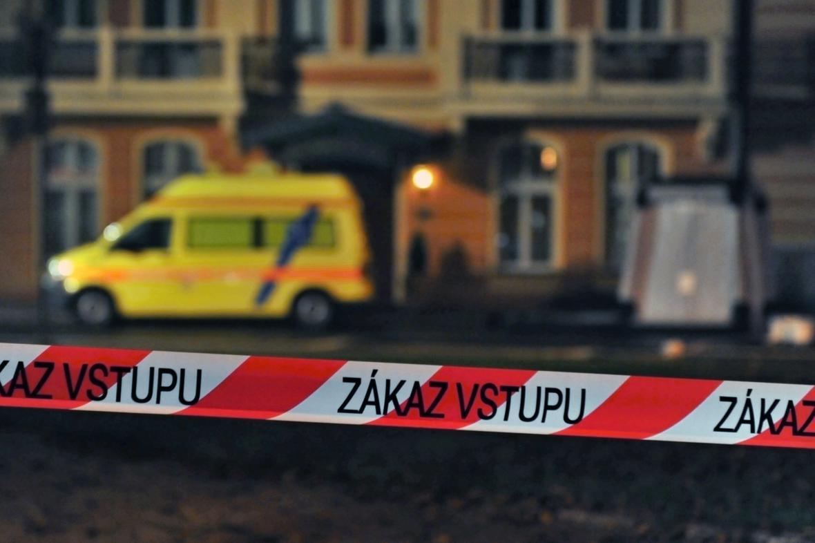 Z Karlových Varů odvezli zdravotníci ženu s podezřením na ebolu