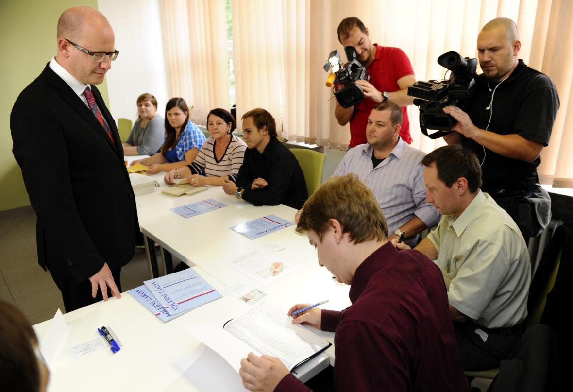 Bohuslav Sobotka volil ve Slavkově u Brna