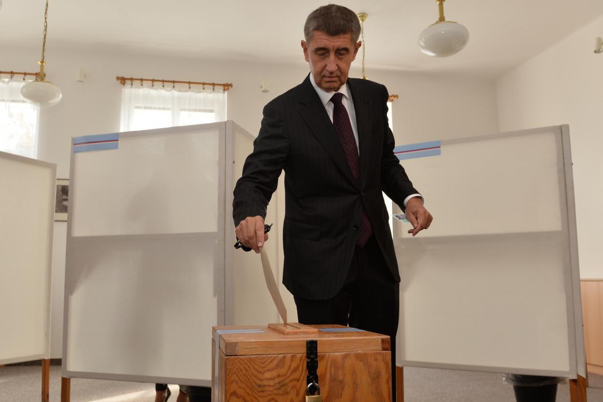Andrej Babiš hlasuje v komunálních volbách