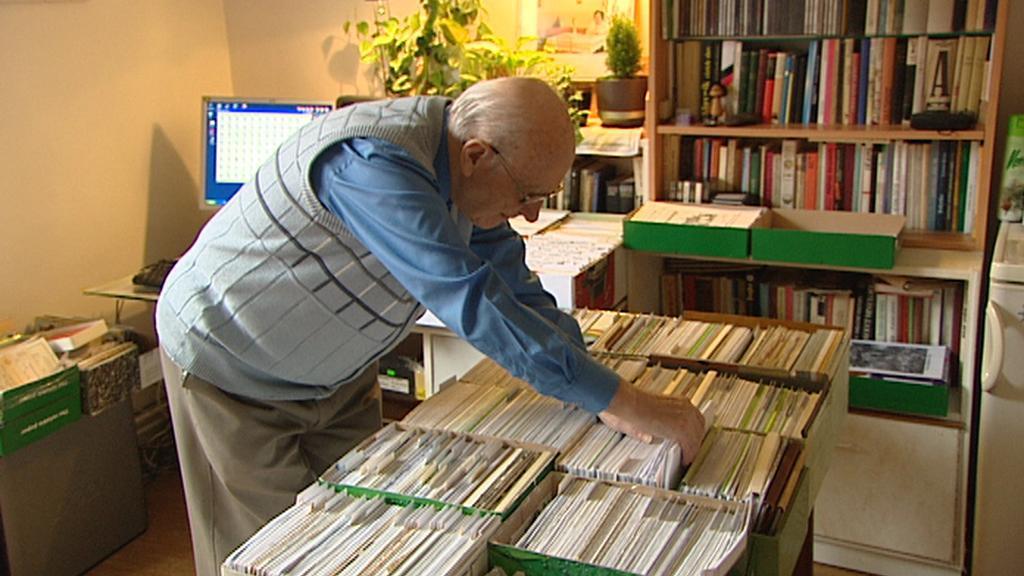 Miroslav Kuranda se svým archivem