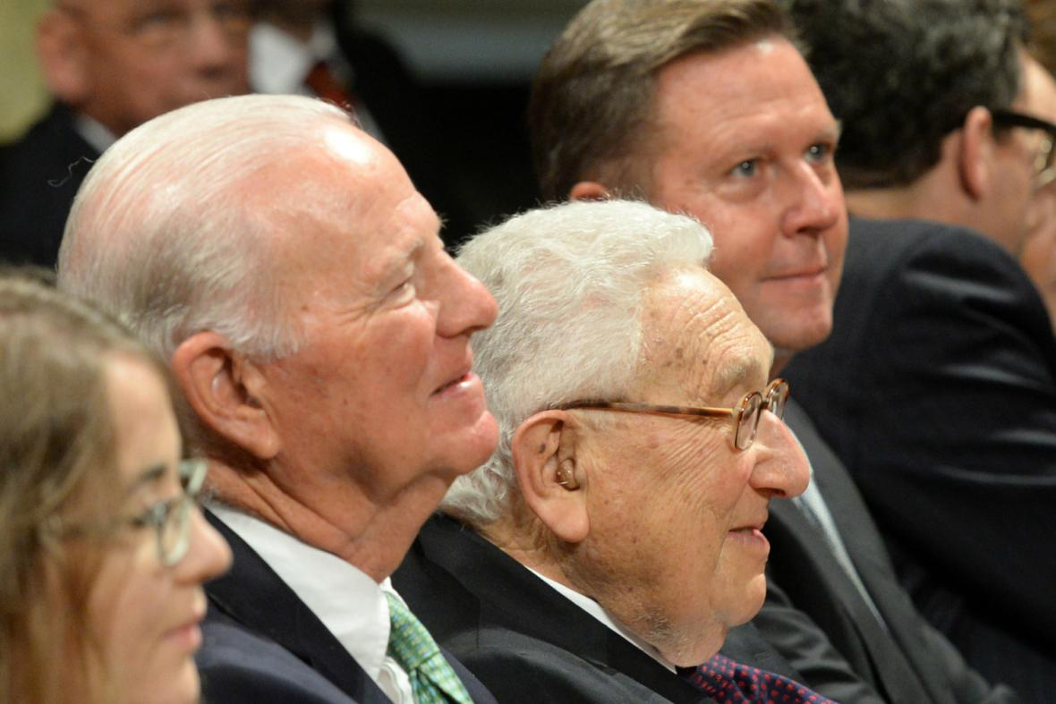 Bývalí američtí ministři zahraničí Baker a Kissinger v Lipsku