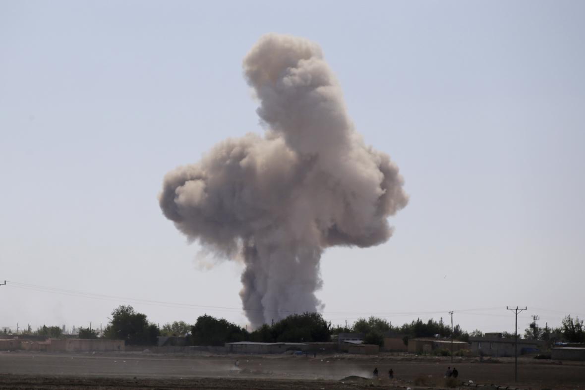 Nálety na pozice radikálů v Kobani