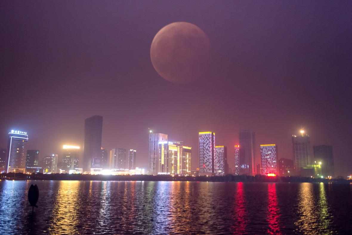 Krvavý měsíc nad čínským Hefei
