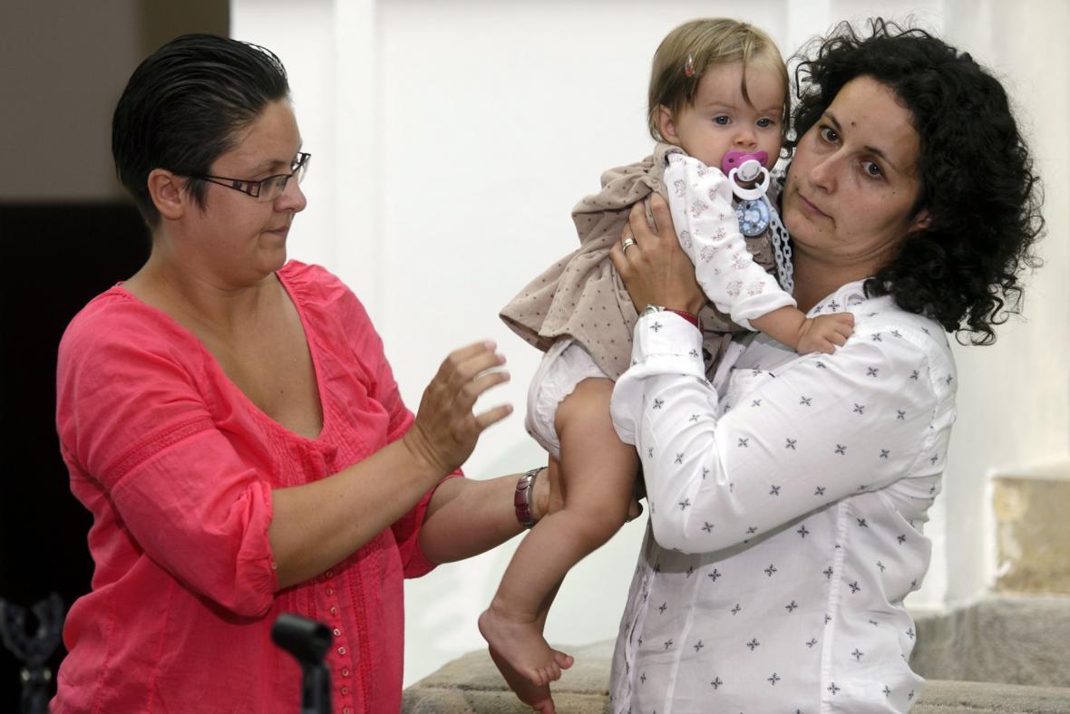Tereza a Pavla Mikšaníkovy s dcerou Sárou