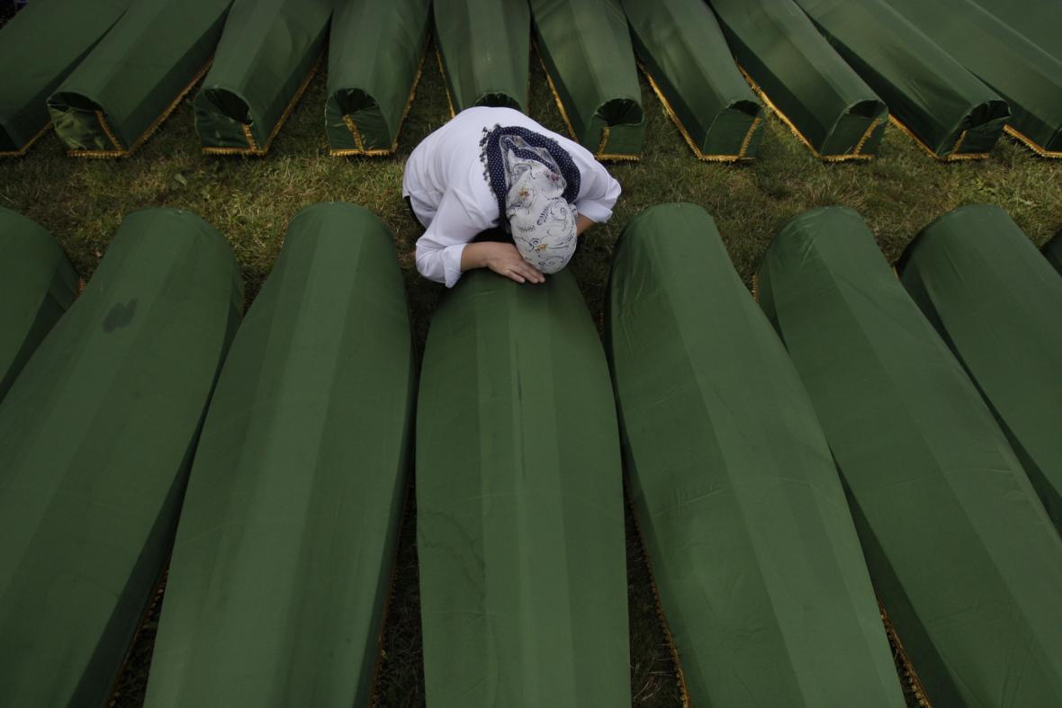 Pohřeb obětí masakru v Srebrenici