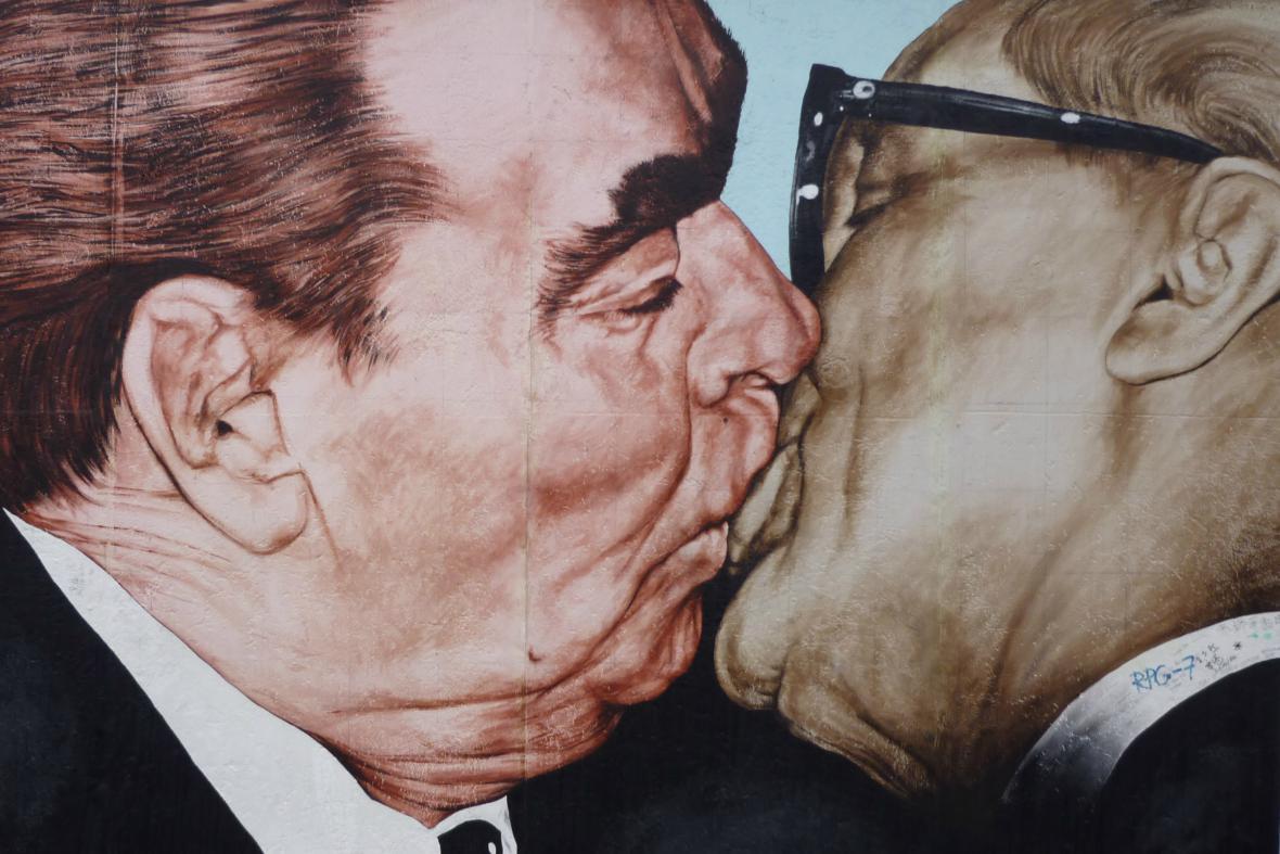 Brežněvův polibek na Berlínské zdi