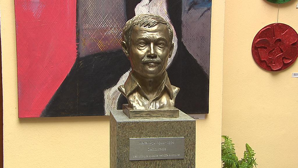 Bronzová busta Karla Kryla