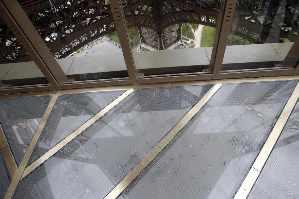 Prosklená vyhlídková terasa na Eiffelově věži