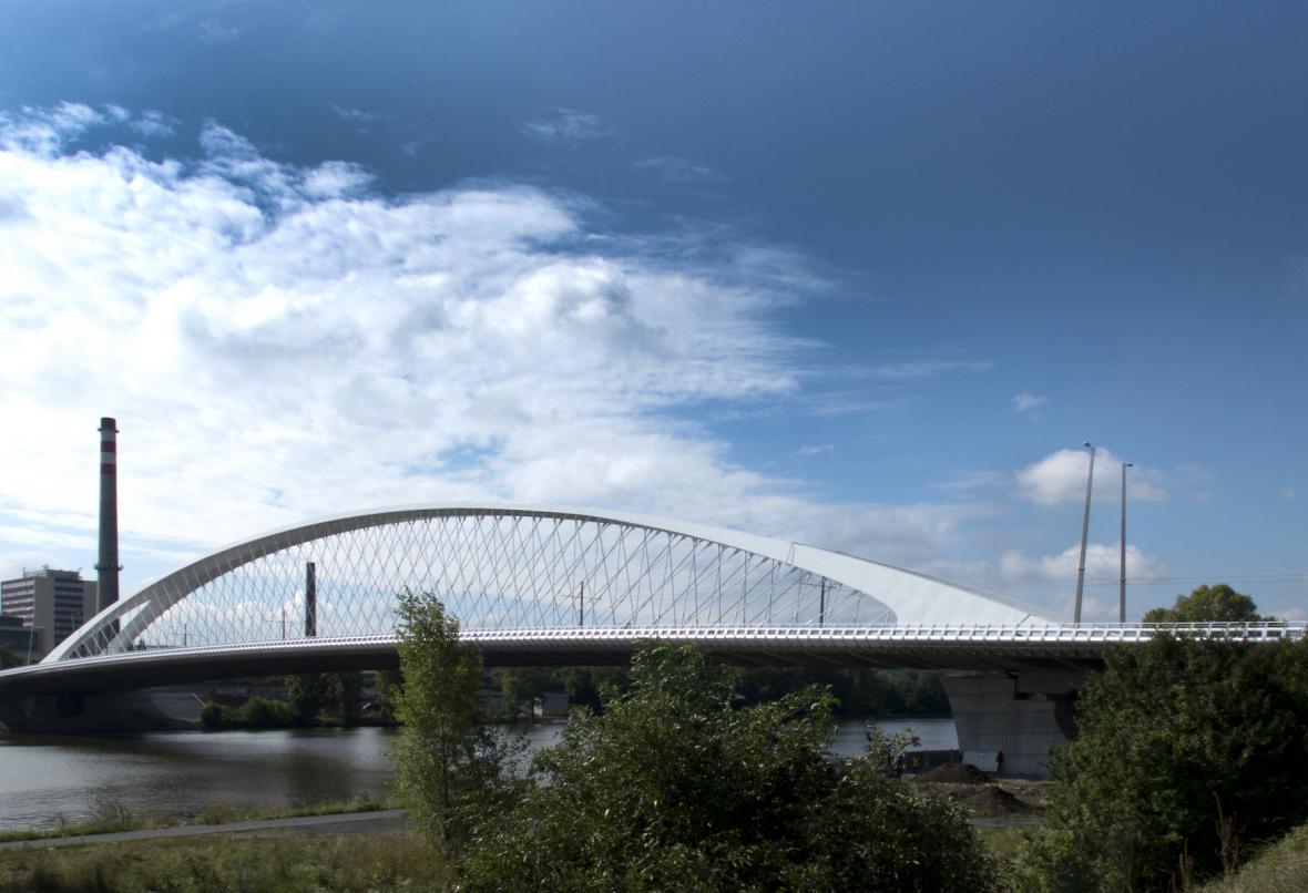 Trojský most těsně před dokončením