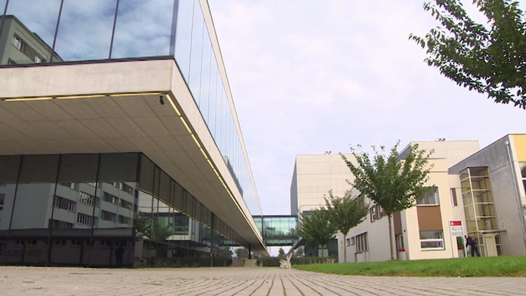 Prázdný areál pardubické univerzity