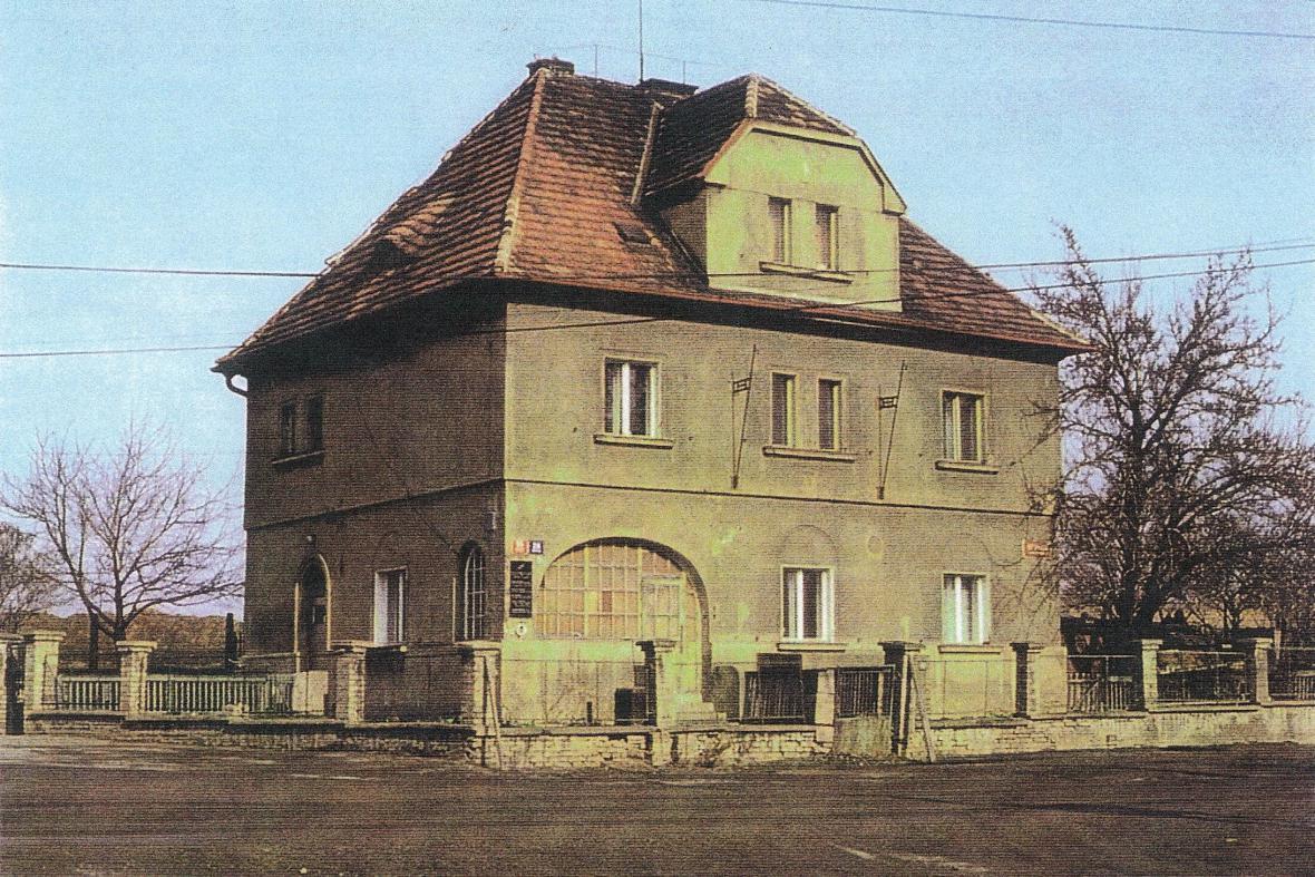 Dům, v němž působila skupina ÚVOD
