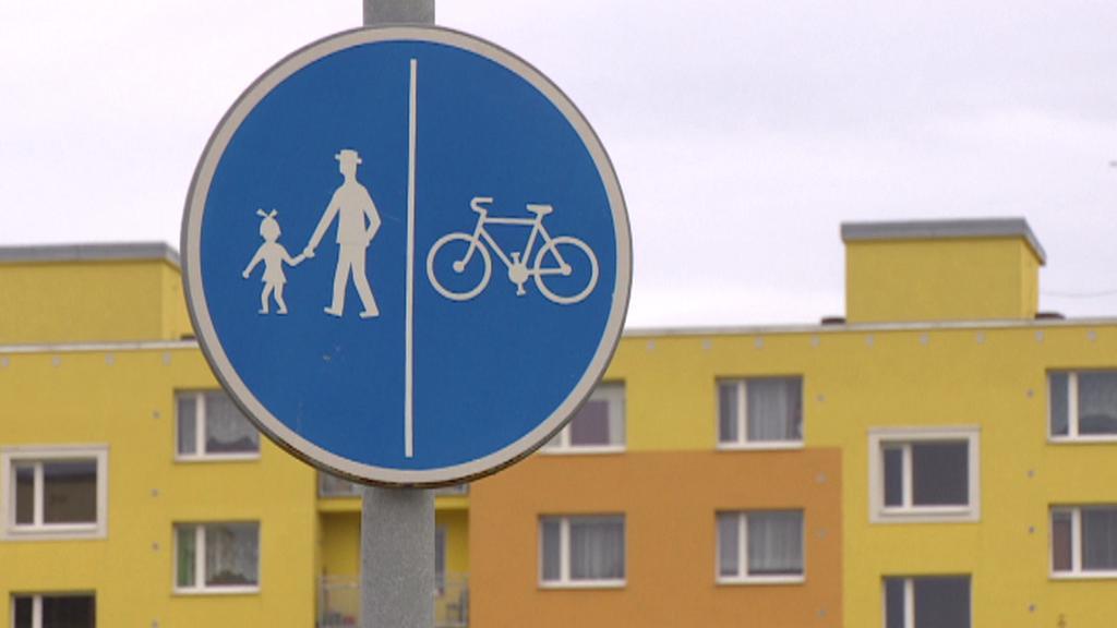 Cyklostezka a stezka pro chodce
