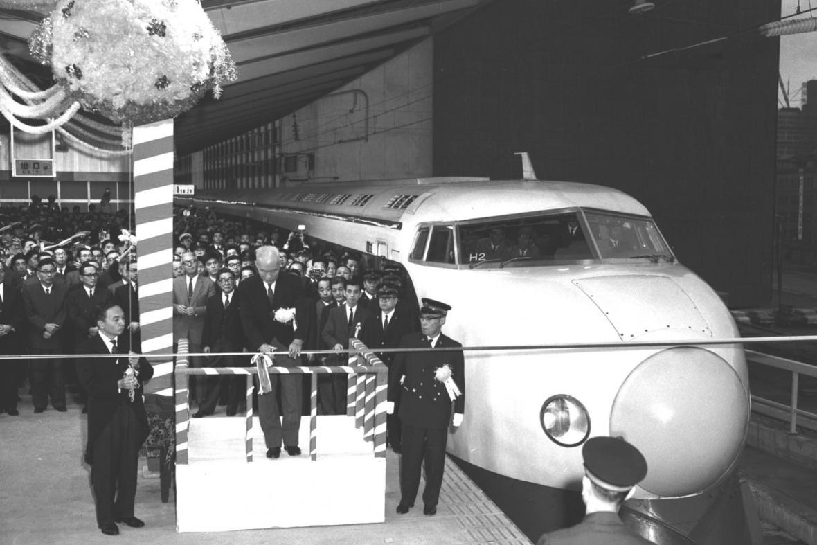 První šinkanzen vyjel 1. října 1964