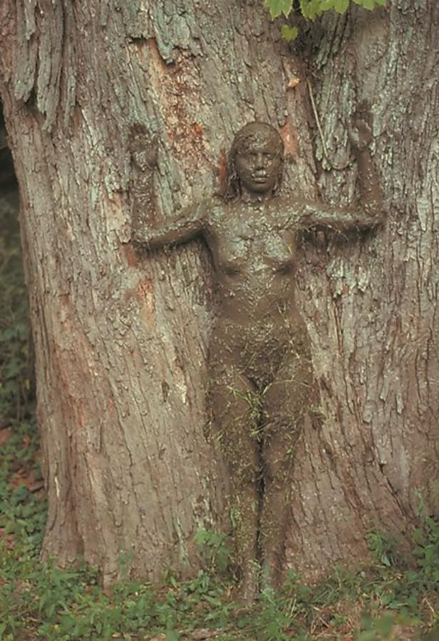 Ana Mendieta / Strom života, 1976