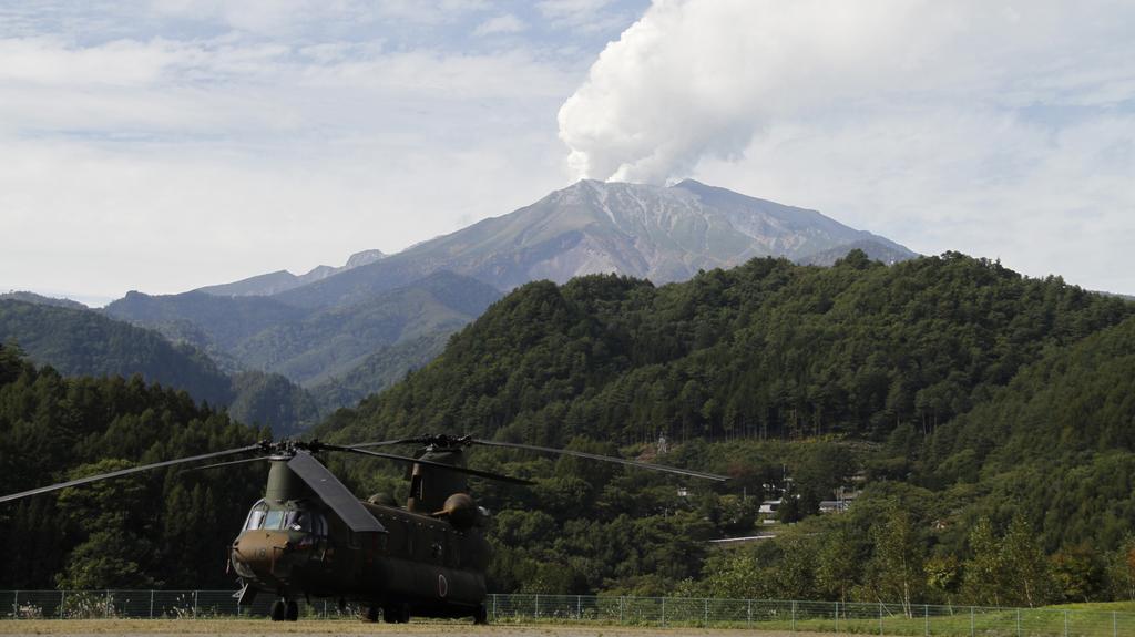 Po několika dnech záchranáři opět dorazili k sopce Ontake
