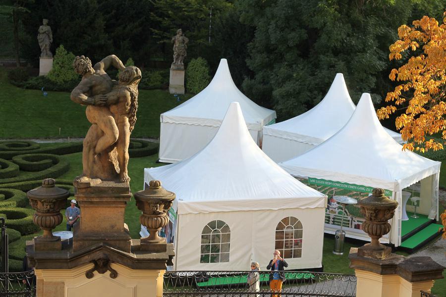 Repliky stanů pro uprchlíky na půdě německé ambasády