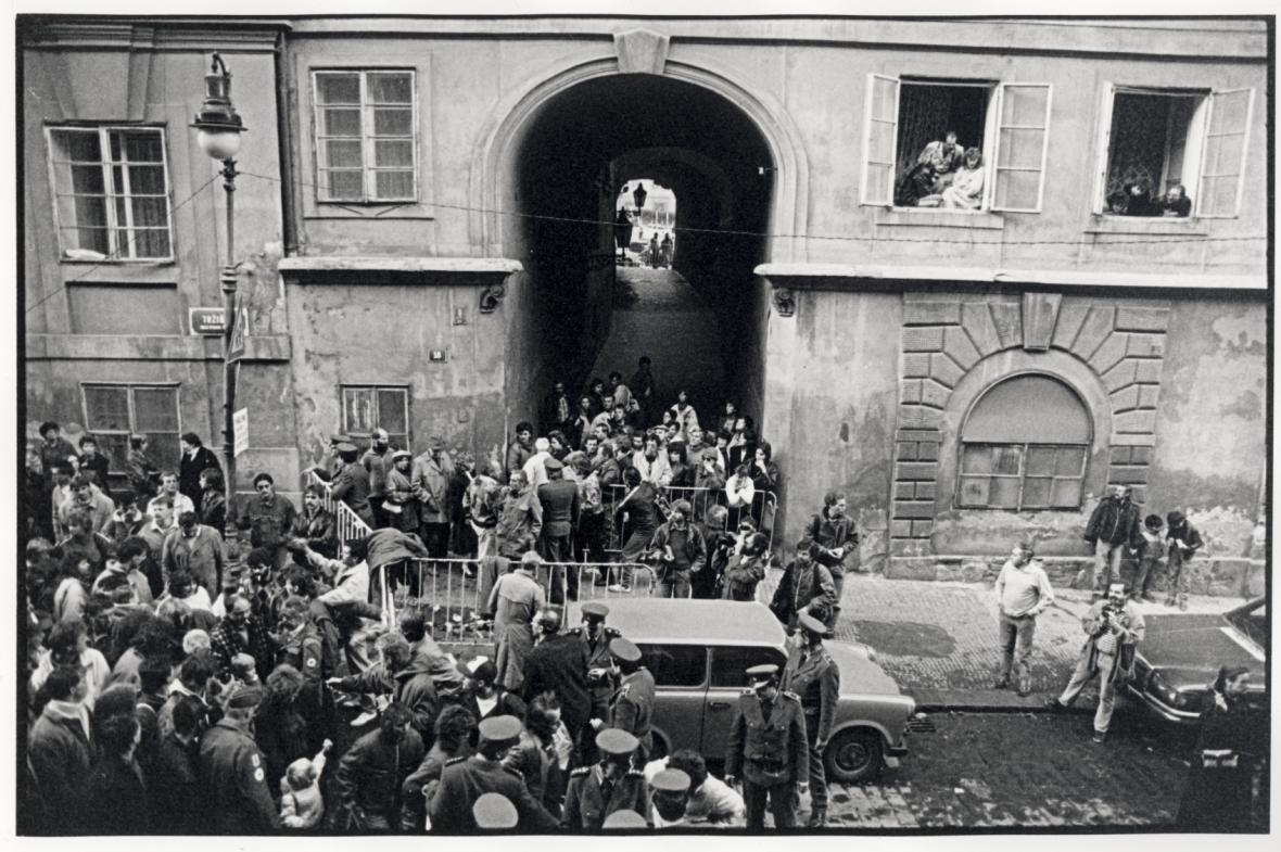 Uprchlíci z NDR na velvyslanectví SRN v Praze