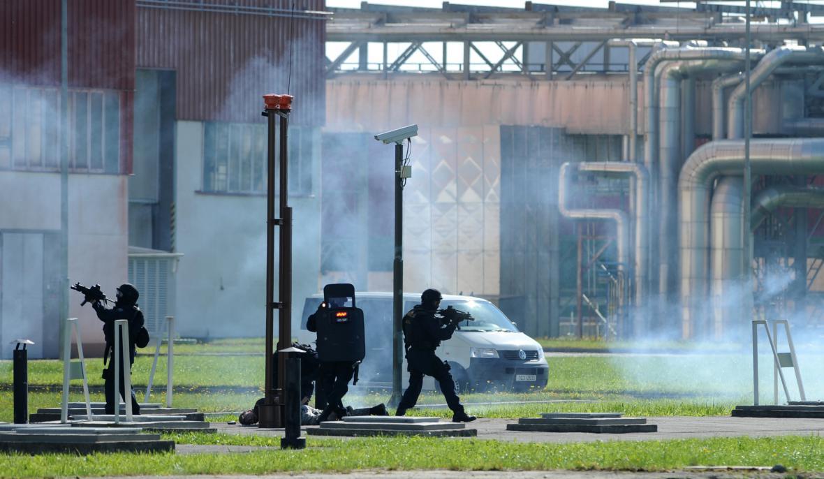 Zásah speciální policejní jednotky Jaderné elektrárny Temelín