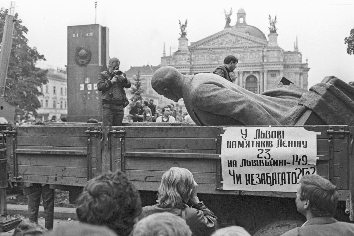 Demolice sochy V. I. Lenina ve Lvově