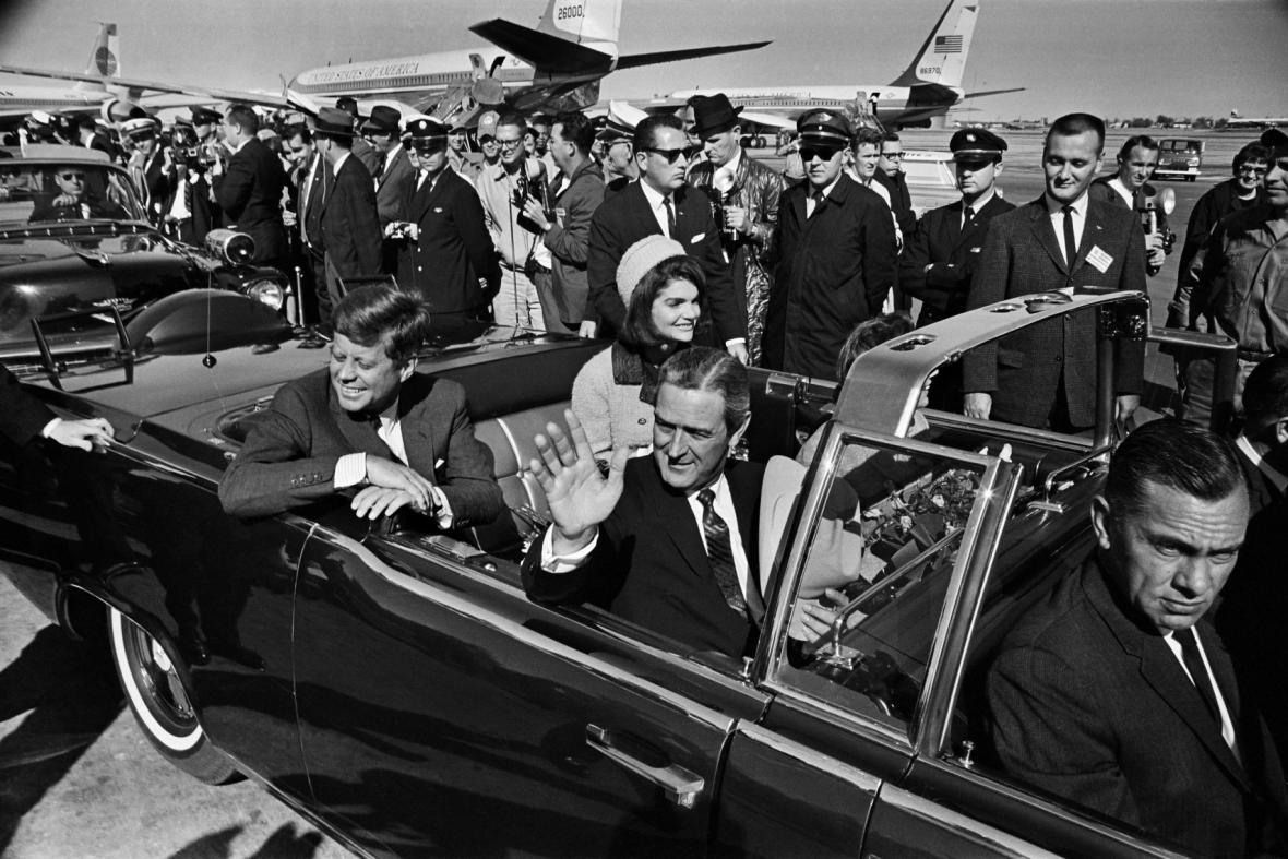 JFK krátce po přistání v Dallasu