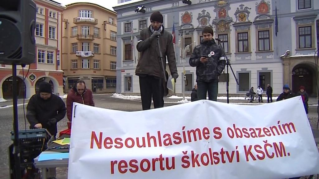 Demonstrace na českobudějovickém náměstí