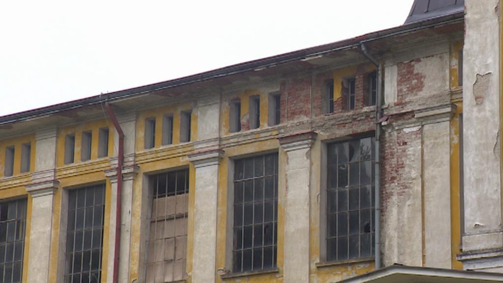 Budova bývalé textilky v Rokytnici nad Jizerou