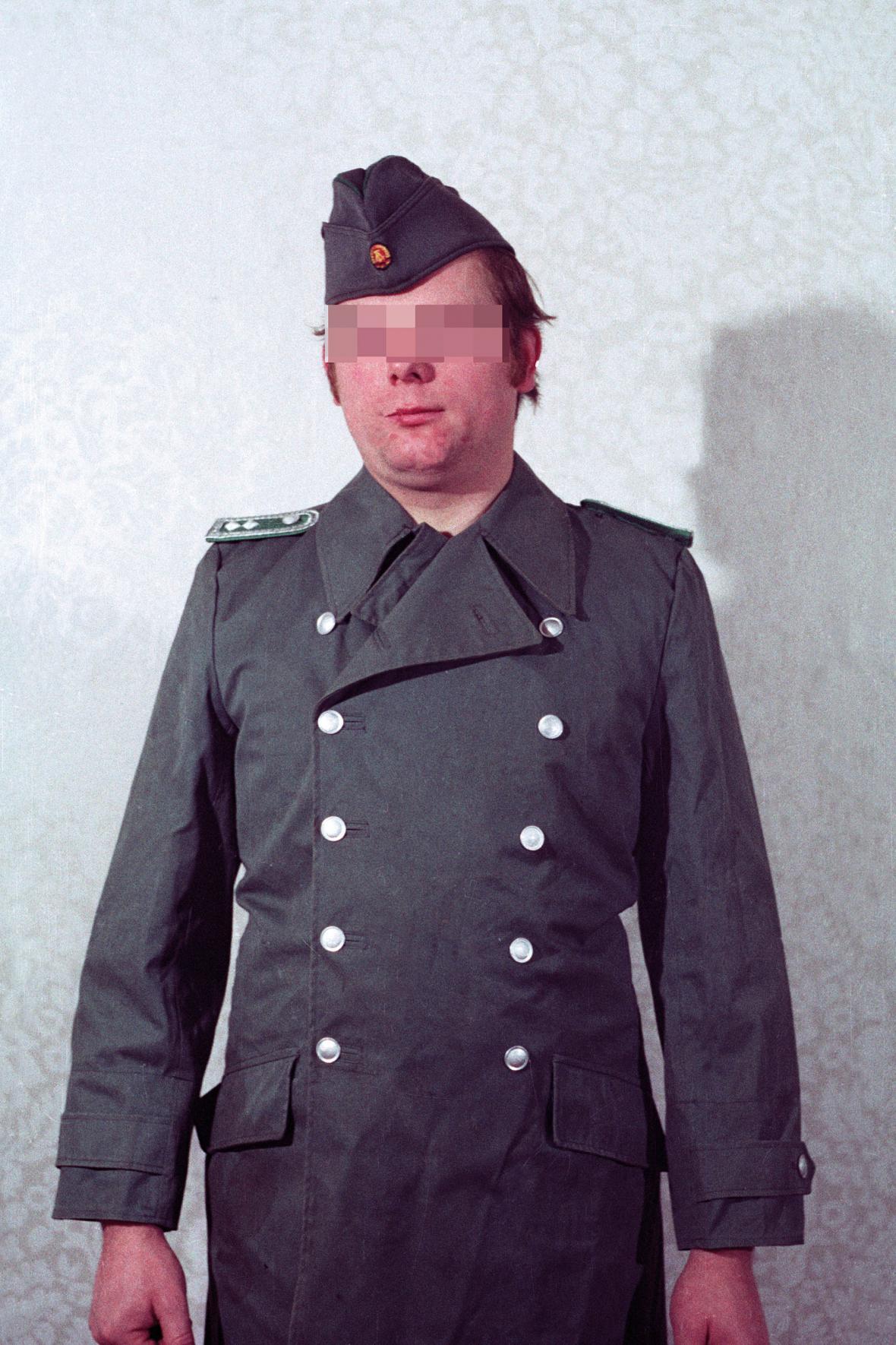 Manuál k převlekům příslušníků východoněmecké Stasi