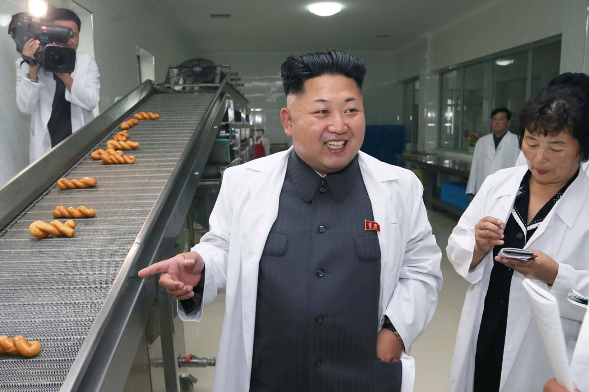 Kim Čong-un kouká na běžící pás s dobrotami