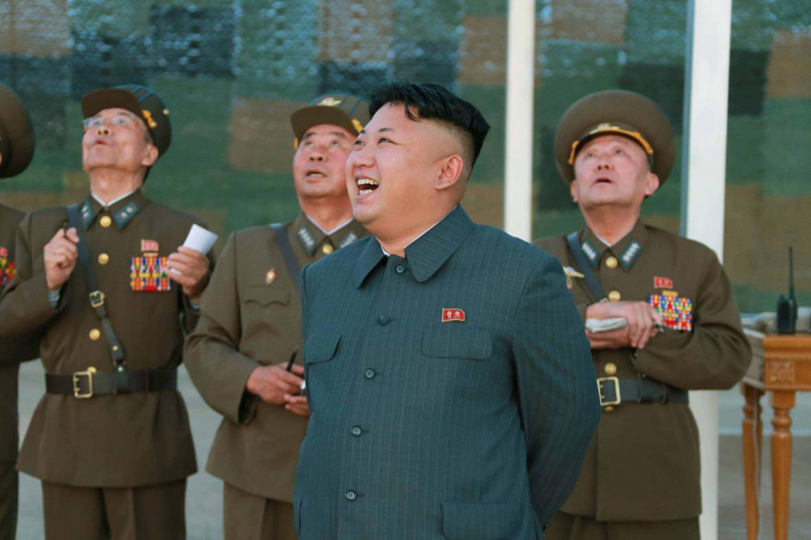 Kim Čong-un kouká na nebe