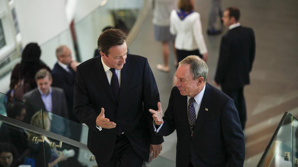 Odlehčený rozhovor mezi Cameronem a Bloombergem