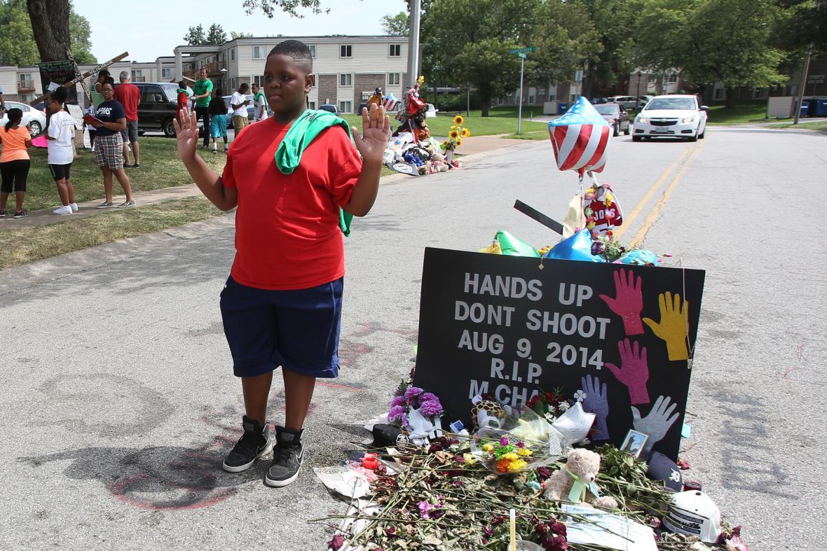 Ferguson pohřbí zastřeleného černošského mladíka