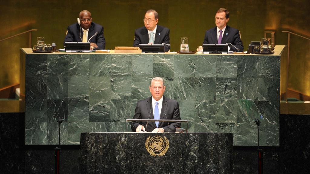 Při zahájení vystoupil také bývalý americký viceprezident Al Gore