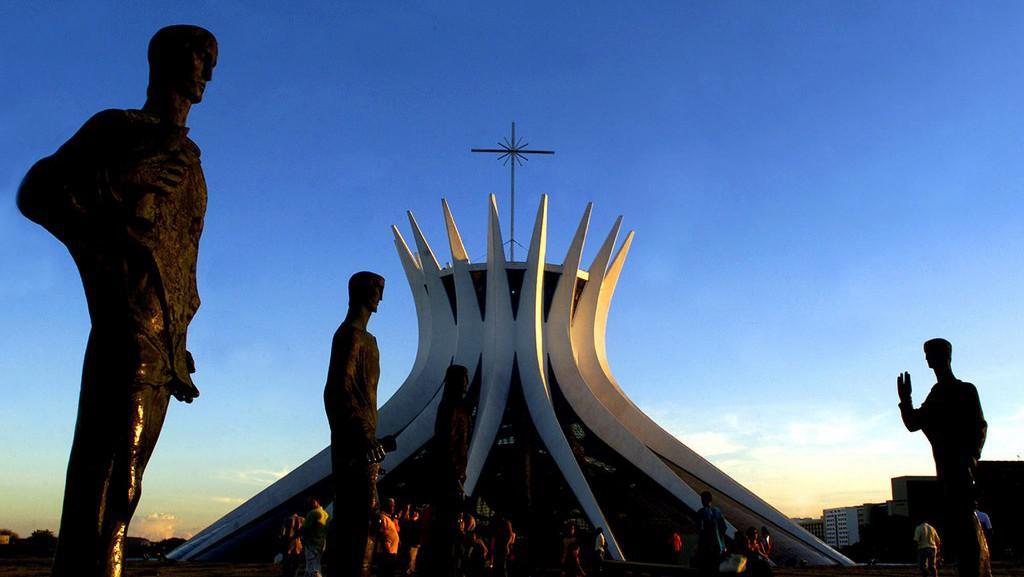 Dílo Oscara Niemeyera: římskokatolická katedrála v Brasílii