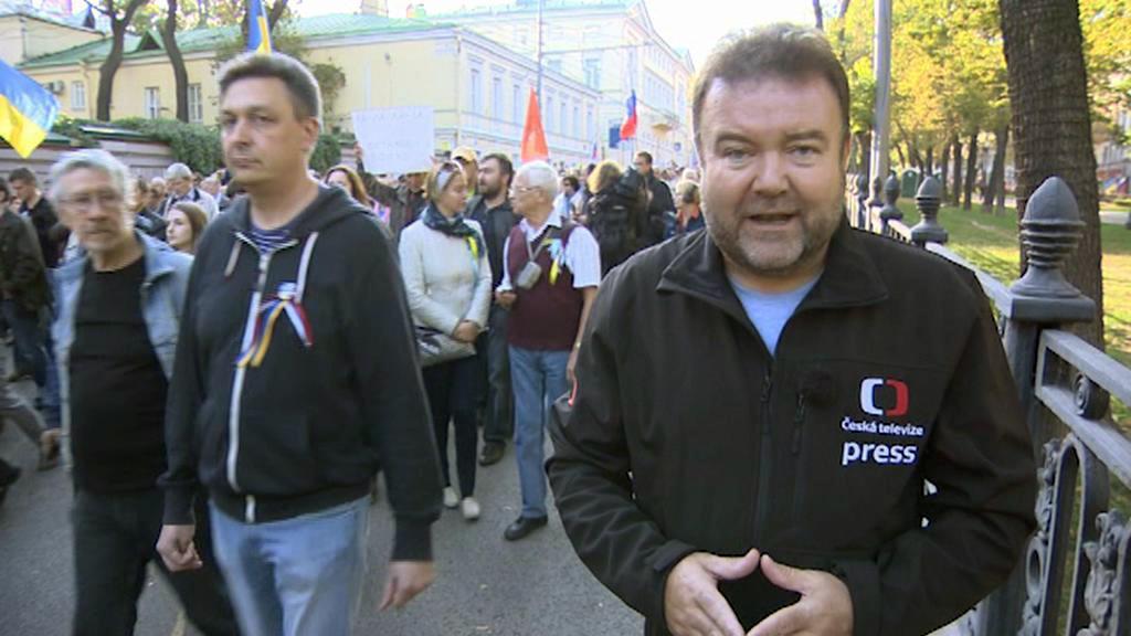 Zpravodaj ČT Miroslav Karas na mírovém pochodu v Moskvě