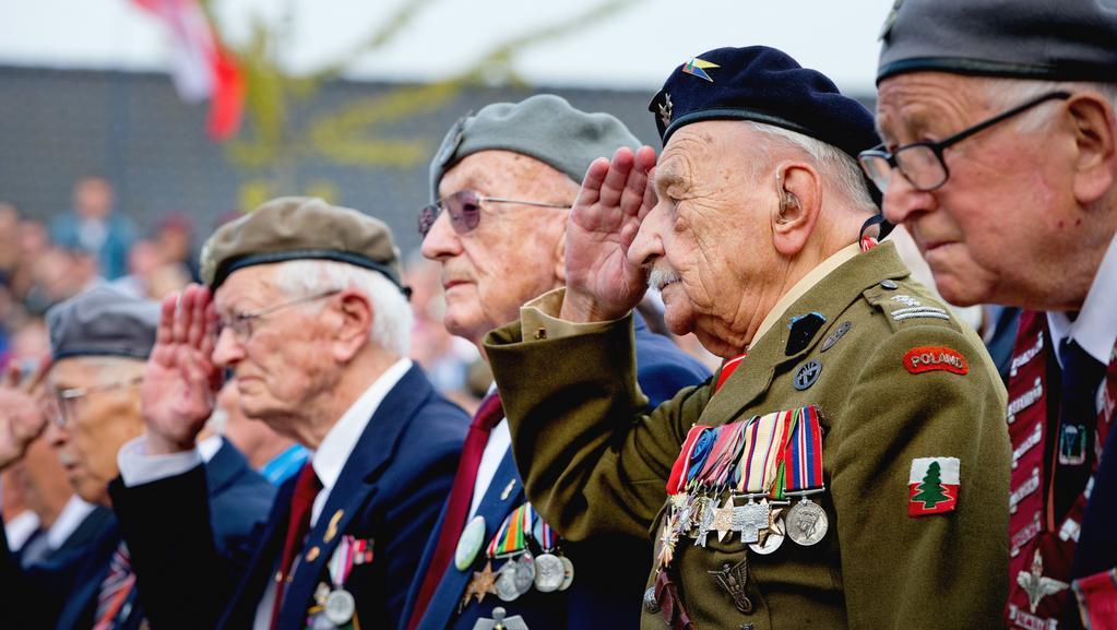 Veteráni vzpomínají na rekordní výsadkovou akci ze září 1944