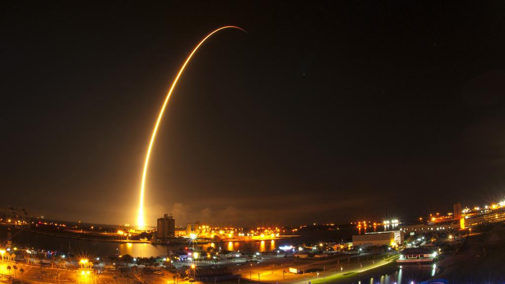 Nosná raketa Falcon 9 vyráží k oběžné dráze