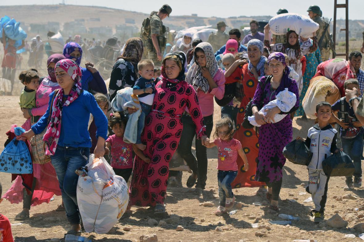 Do Turecka prchají ze Sýrie desetitisíce Kurdů