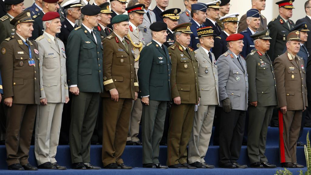 Petr Pavel (druhý zleva) na setkání generálů NATO ve Vilniusu