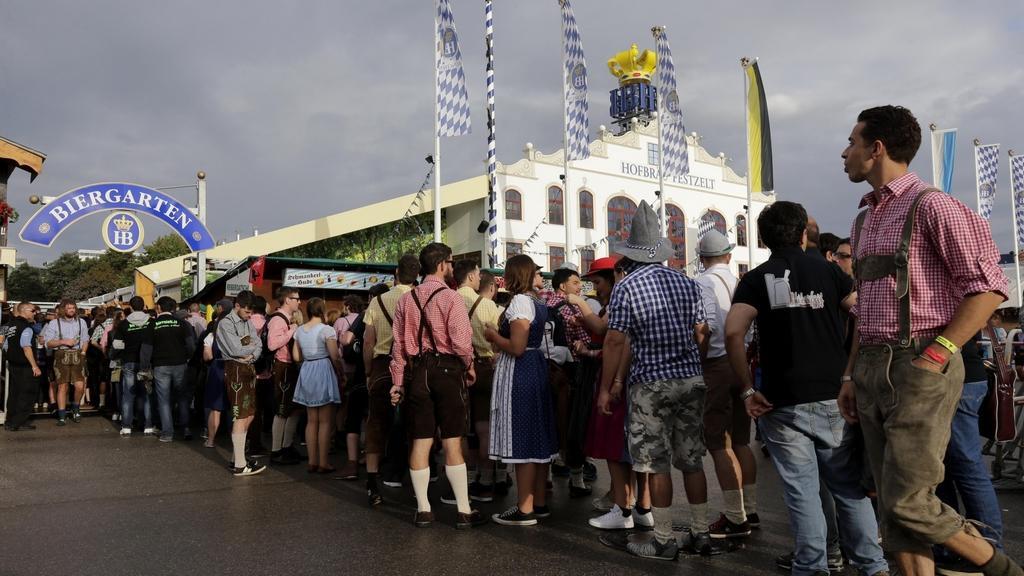 První návštěvníci bavorského Oktoberfestu