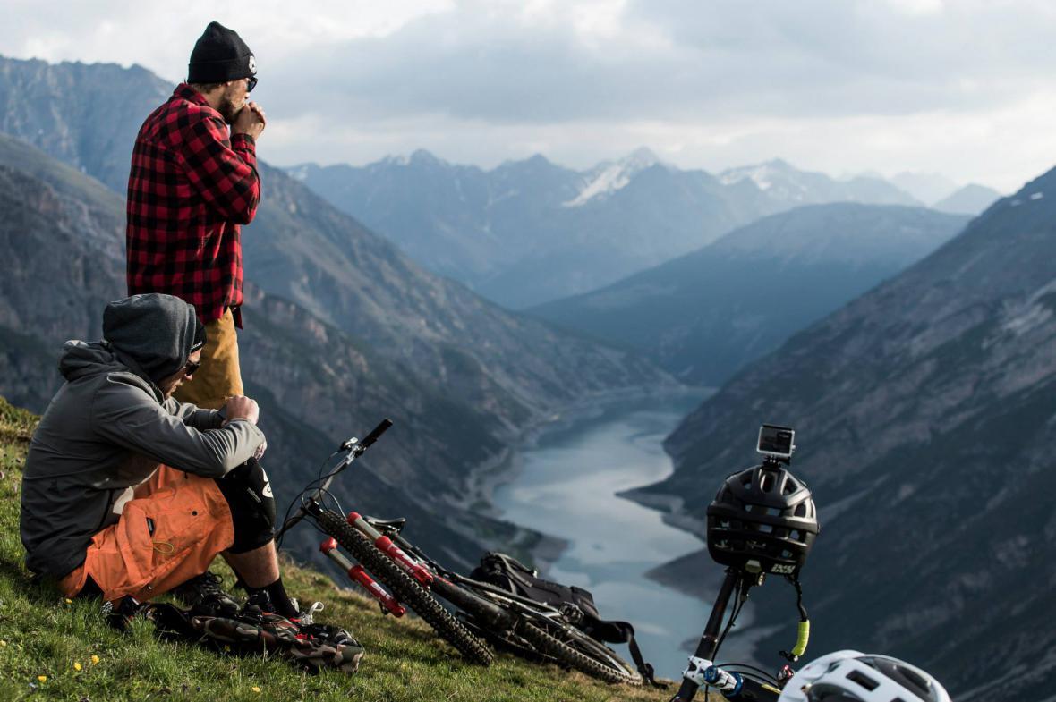 Bikeři v pohoří Livigno
