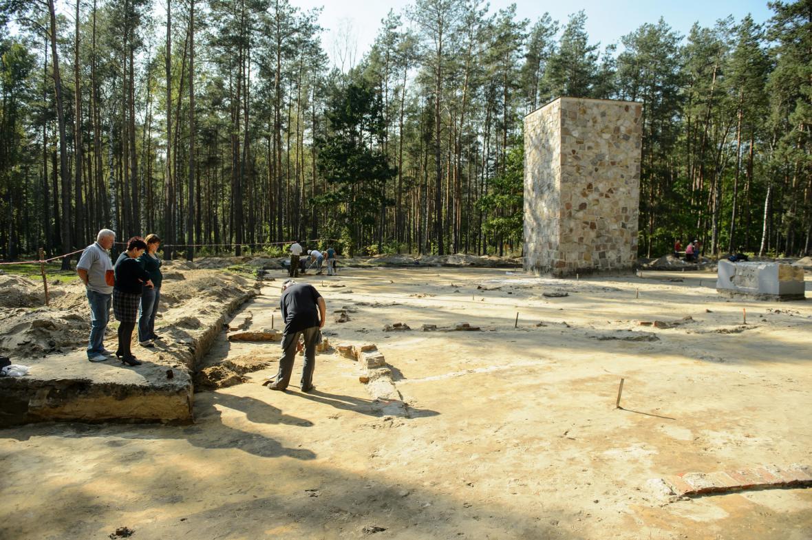 Odkrývání plynových komor v Sobiboru