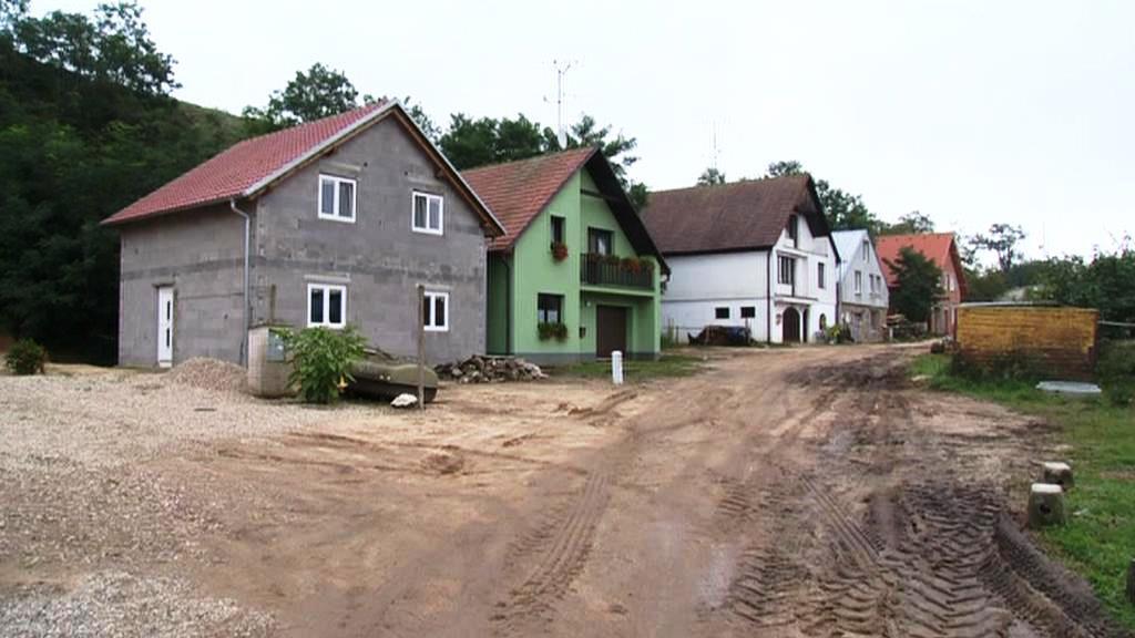 Domy ve Strachotíně ohrožené sesuvem svahu