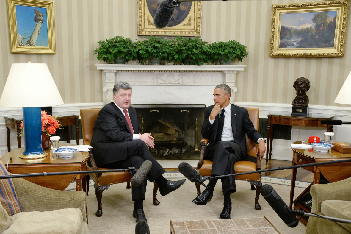 Porošenko a Obama v Oválné pracovně Bílého domu
