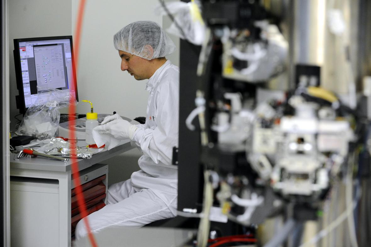 Výrobce elektronových mikroskopů otevřel v Brně nový provoz